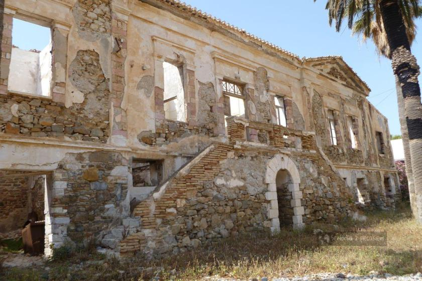 Ruiny pałacu gubernatora w Megalo Livadi