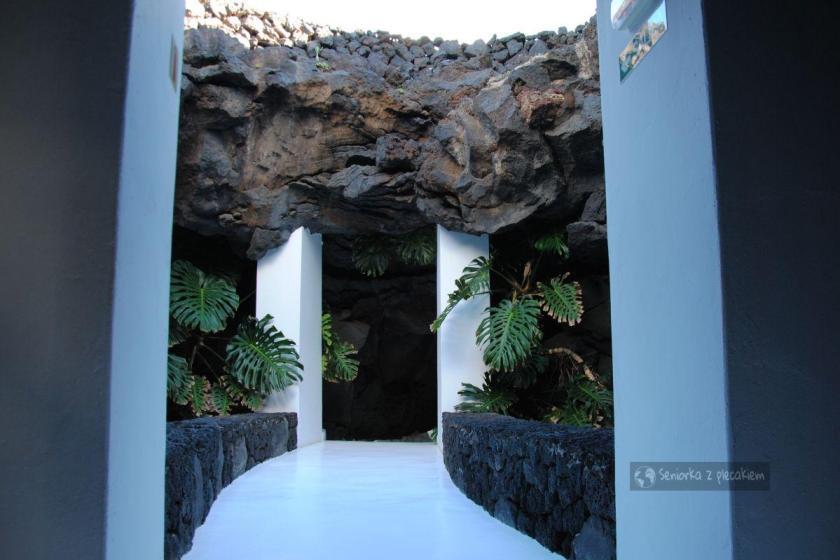 Wejście w lawę w domu Cesara Manrique