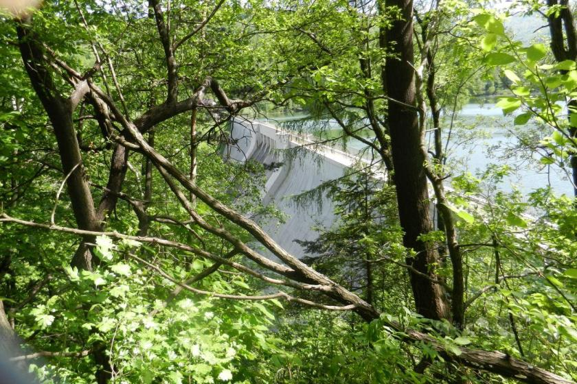 zapora na jeziorze Wielka Łąka w Dolinie potoku Wapienica