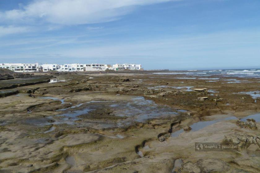 Widok na ocean w Caleta de Famara na Lanzarote