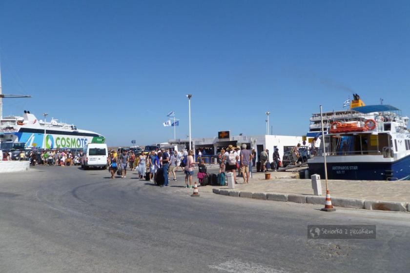 Port w miejscowości Parikia na Paros