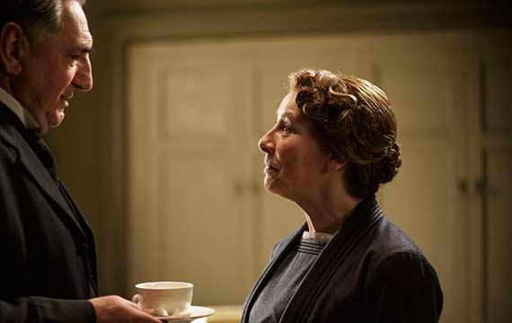 downton-abby-elder-romance-sarson-and-mrs-hughes