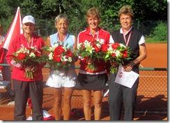 Carolyn, Lynn, doubles winners, and doubles finalists