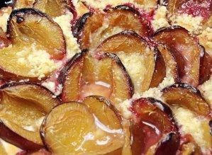 plum cake, plums, streusel cake