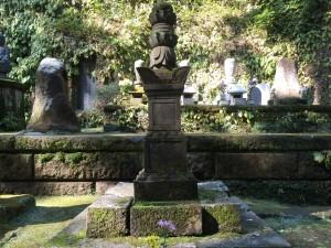 甲斐姫の墓
