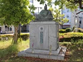 小早川隆景の銅像