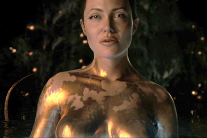 Angelina Jolie ist Grendels nippellose Mutter in Beowulf