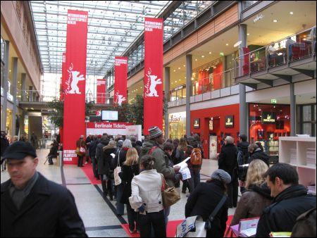 arkaden anstehen für berlinale tickets