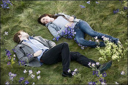 Wahre Liebe wartet. Robert Pattinson und Kristen Stewart © ascot elite