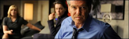 Kim Catrall, Olivia Williams, Pierce Brosnan in: 'The Ghost Writer' ©pathe films