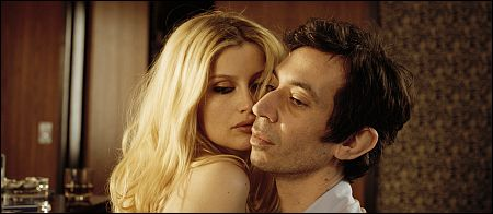Laetitia Casta und Eric Elmosnino in 'Gainsbourg' ©pathefilms