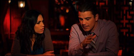 Roasario Dawson und Josh Hartnett in 'Girl Walks into a Bar'