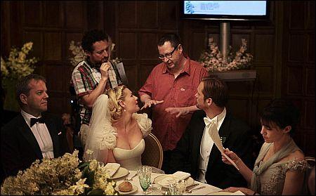 Lars von Trier mit Kirsten Dunst am Set von 'Melancholia'