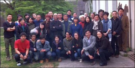 Anka Schmid mit ihren Studenten in China ©AS via fb