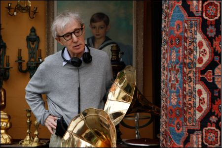 Woody Allen am Set von 'Midnight in Paris' ©frenetic