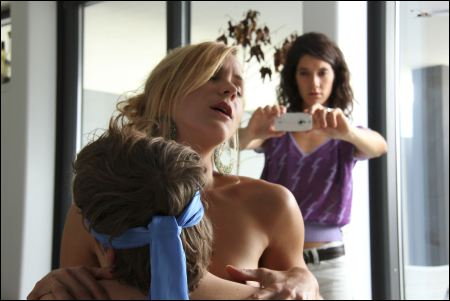Matthias Britschgi, Florine Deplazes und Nina Langensand (v.l.) in 'Hard Stop' ©moviebizfilms