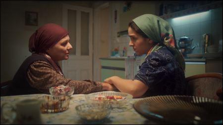 Nihal G. Koldas und Begüm Akkaya in 'Kuma' von Umut Dag ©xenix
