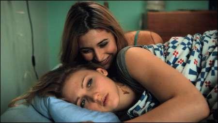 Deleila Piasko als Laura und Joëlle Witschi als Mia