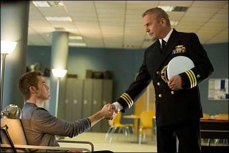 Chris Pine, Kevin Costner in 'Jack Ryan: Shadow Recruit' © Universal Switzerland