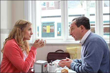 Eddie Marsan und Joanne Froggatt in Still Life von Uberto Pasolini © filmcoopi