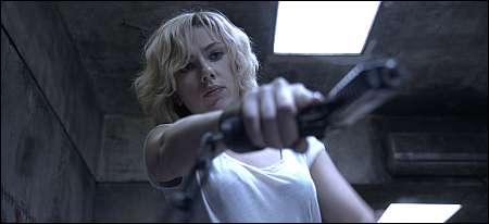 Lucy (Scarlett Johansson) entwickelt neue Fähigkeiten © UPI Switzerland