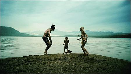 Hans Löw, Leander Nitsche und Laura Tonke in 'Hedi Schneider steckt fest' © cineworx