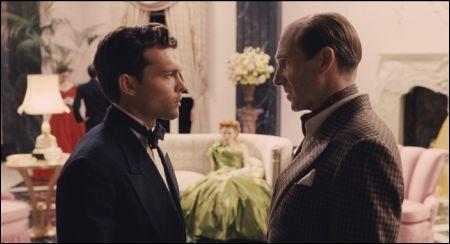 Alden Ehrenreich & Ralph Fiennes in 'Hail, Caesar!' © Universal
