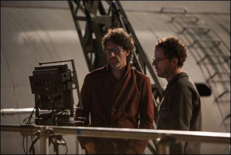 Joel & Ethan Coen auf dem Set von 'Hail, Caesar!' © Universal
