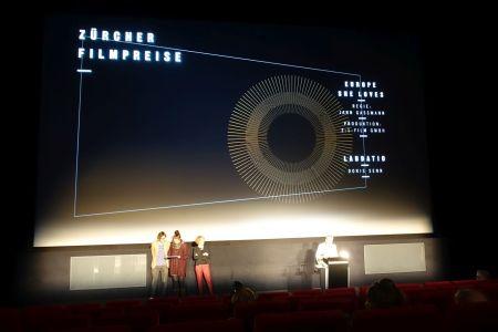 Regisseur Jan Gassmann, Produzentin Lisa Blatter, Corine Mauch, Doris Senn (Laudatio) © sennhauser
