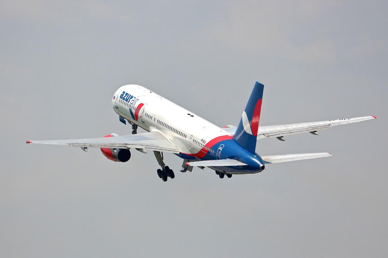 Azur air запускает прямые авиарейсы из Екатеринбурга в Москву