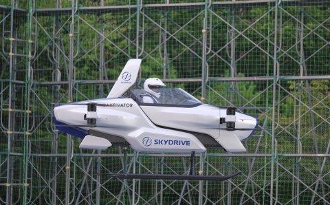 В Японии провели испытания летающего автомобиля с пилотом на борту
