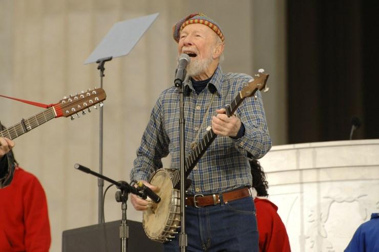 Пит Сигер с банджо без резонатора. Источник фото - сайт pixabay.com