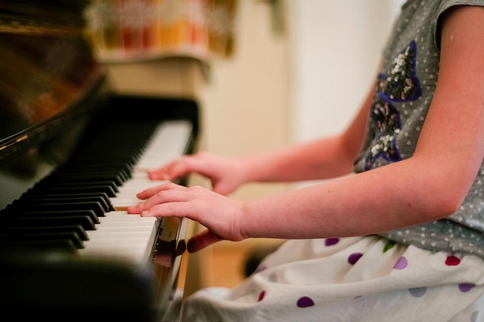 Нижегородские школы искусств получили новые музыкальные инструменты