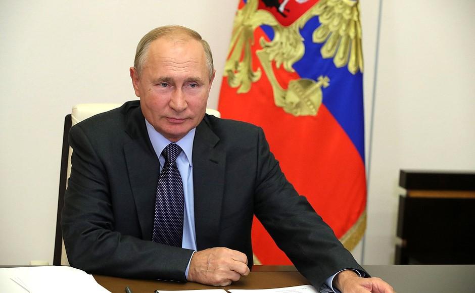 Путин поздравил Сугу с избранием на пост премьера Японии