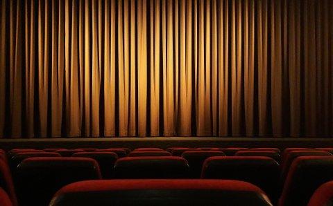 Театры Подмосковья будут заполнять залы на половину, а не на треть