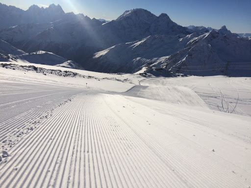 «Курорт Эльбрус» открыл канатные дороги и лыжные трассы
