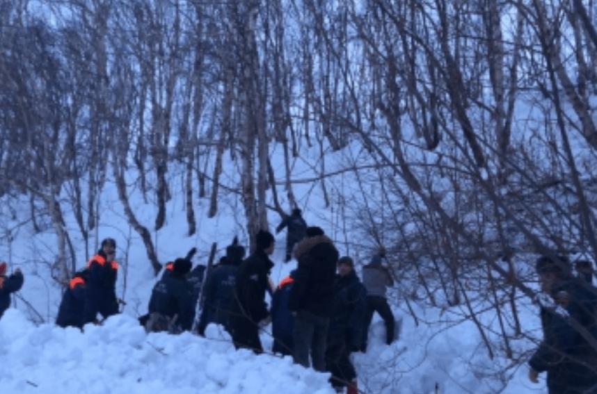 В Камчатском крае рядом со школой сошла лавина