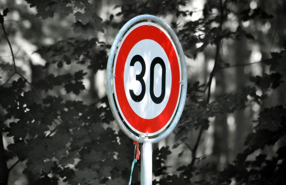 Кто собрался снижать скоростной режим в городах