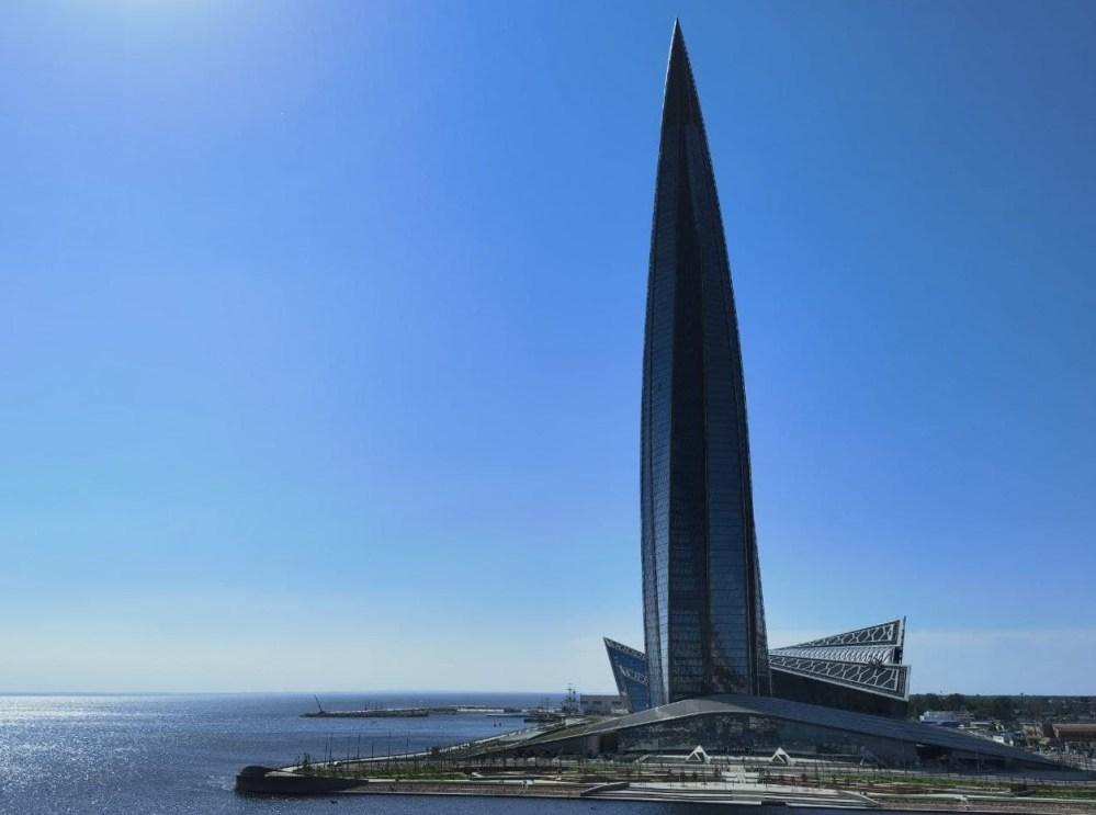 Как «Газпрому» небоскреб в Петербурге «достроили»