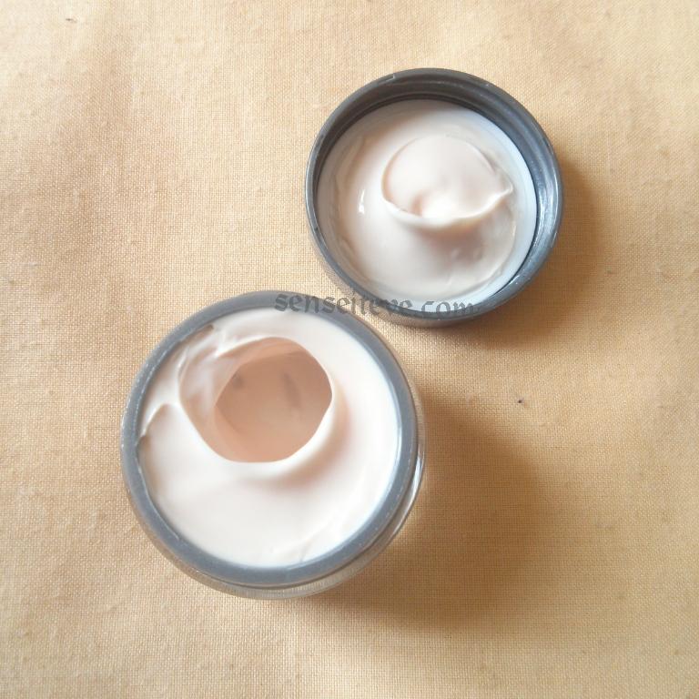 Olay Regenerist Revitalising Hydration Cream Moisturiser SPF15 Texture