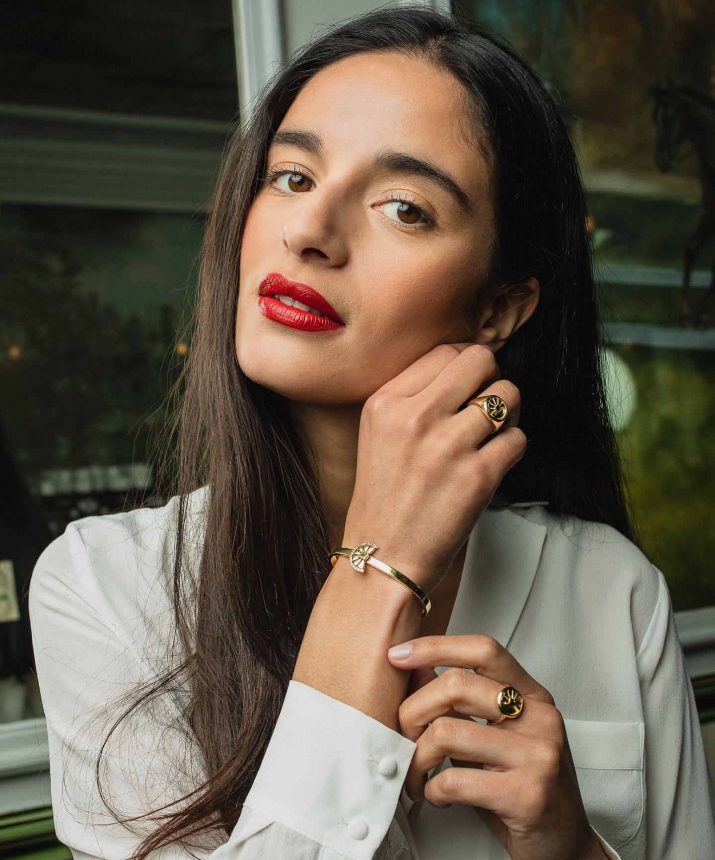 Portrait de Manal, fondatrice de la marque de joaillerie éthique «Manal Paris»