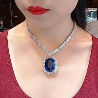 An Exquisite 90.27 Ct Sri Lanka Sapphire and Diamond Necklace