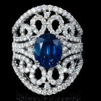 An Exquisite 18K White Gold Sapphire and Diamond Ring
