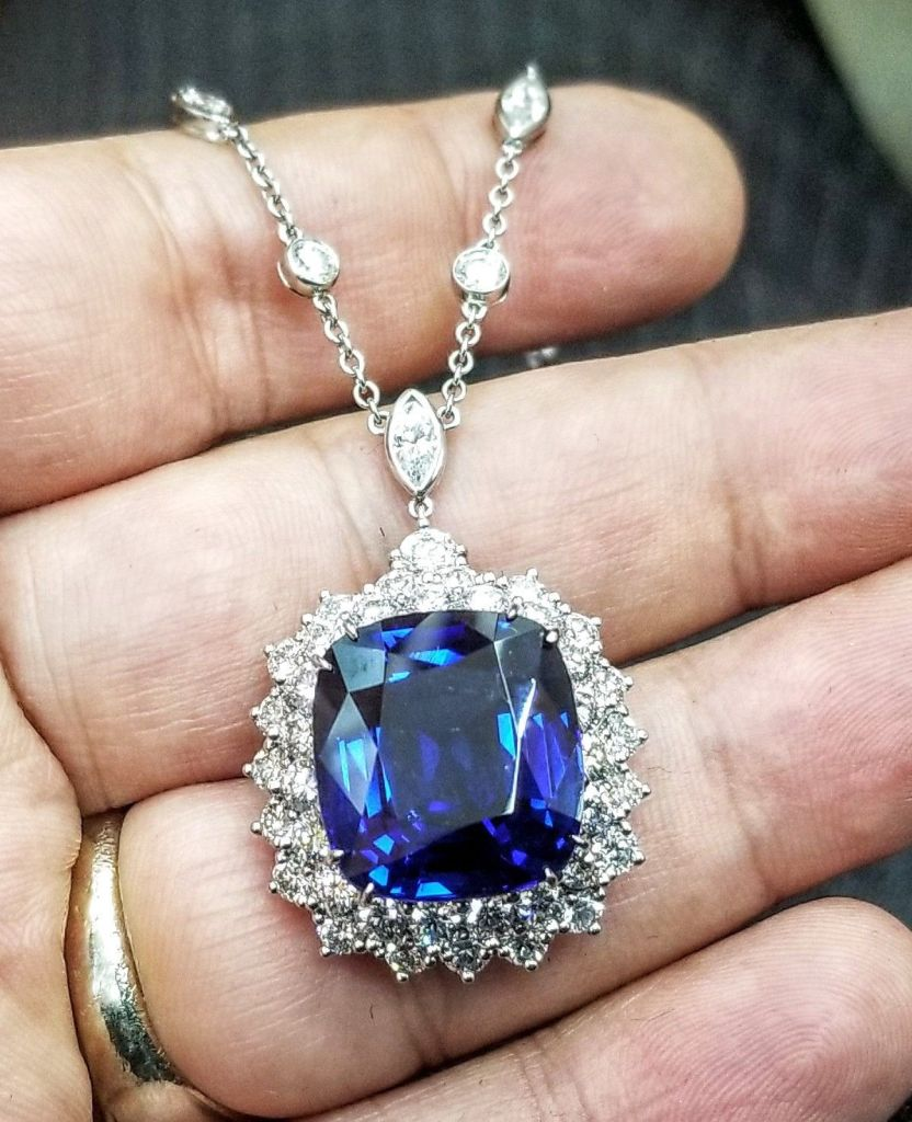 Platinum Tiffany & Co Natural Blue Sapphire Necklace 21 Carat