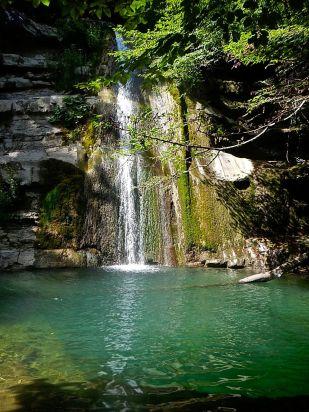 La piscina della cascata di Lavane
