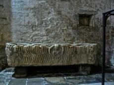 Sarcofago romano nella chiesa di Diecimo