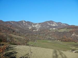 montagne che sembrano fatte di terra