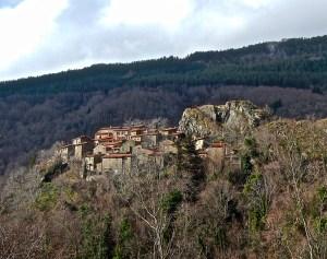 Rocca Ricciarda in tardo autunno: a destra la rocca