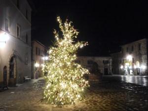 La piazza di Monteriggioni ancora deserta