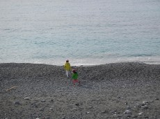 Giocando sulla spiaggia di Levanto